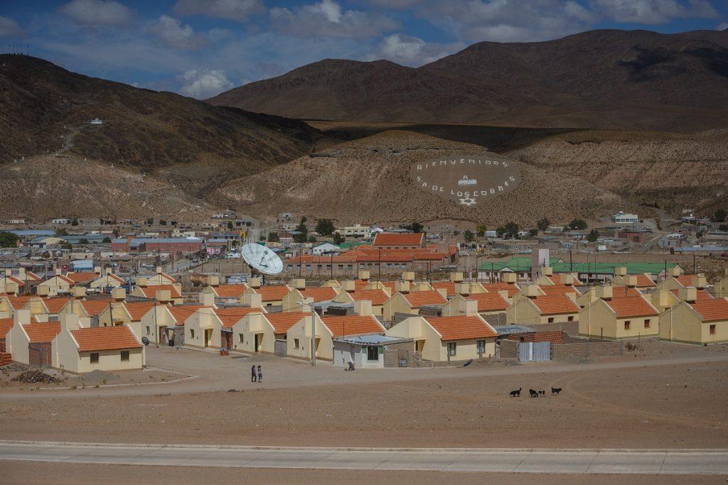 Nové domky v popředí